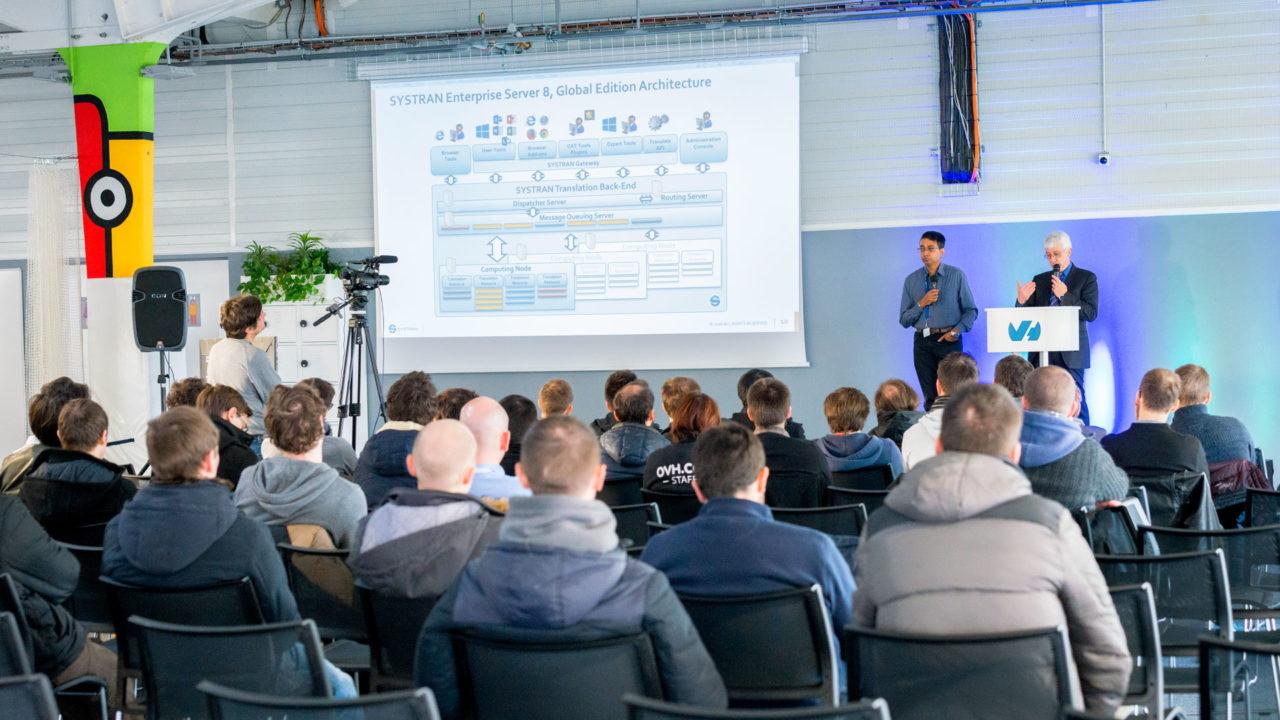 En décembre dernier, Systran a présenté les coulisses techniques de son moteur de traduction basé sur des neurones artificiels aux développeurs d'OVH, dans le cadre d'une conférence interne. Crédit photo : Elycia Husse.
