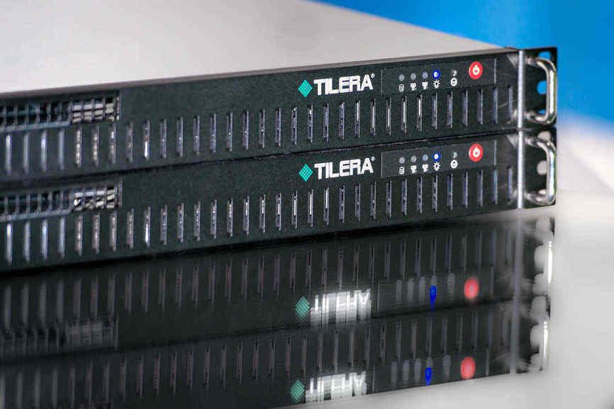 Pour chaque grande famille de jeux (Counter Strike, Minecraft…), nous avons développé un « profil », que l'utilisateur déploie en un clic sur le boîtier Tilera pour filtrer avec le plus d'exactitude possible le trafic illégitime entrant et sortant de son serveur.