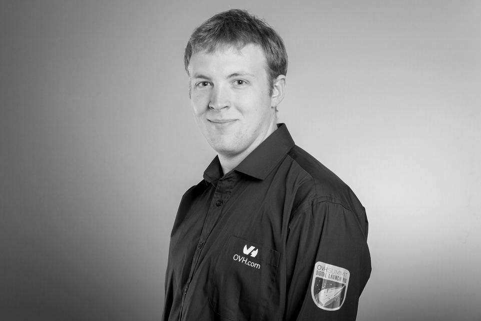 Vincent Cassé est développeur chez OVH, au sein de l'équipe qui gère l'infrastructure de l'Hébergement Web proposé par OVH.com. Il a notamment travaillé sur l'application web d'hubiC, codée en PHP.