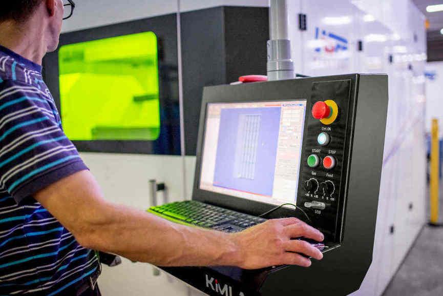 Le laser permet à l'hébergeur un prototypage de pièces mécaniques plus rapide.